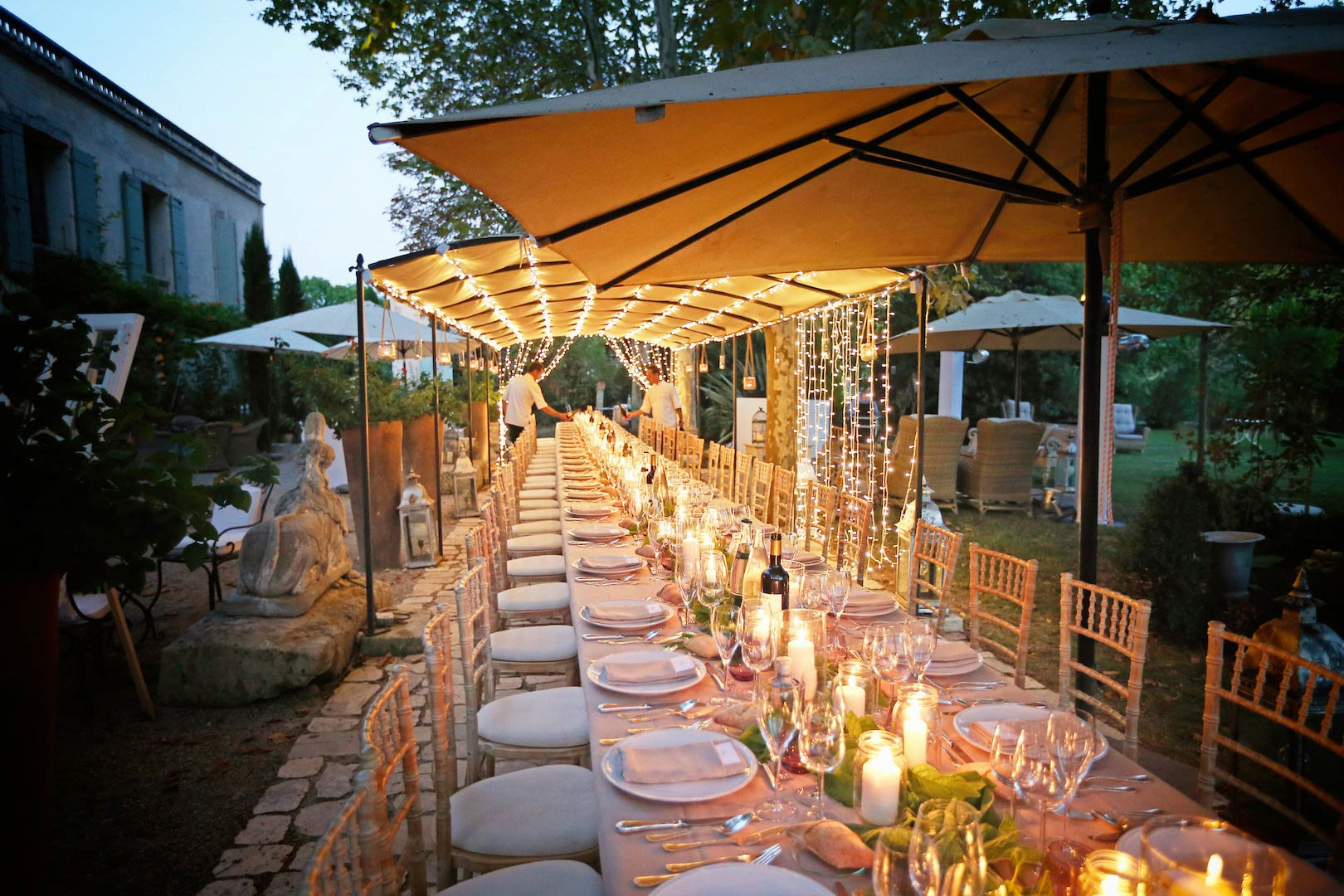 Californian wedding in Provence (long italian table enlightened) with Muriel Saldalamacchia Photo by Manuel Meszarovits.jpg