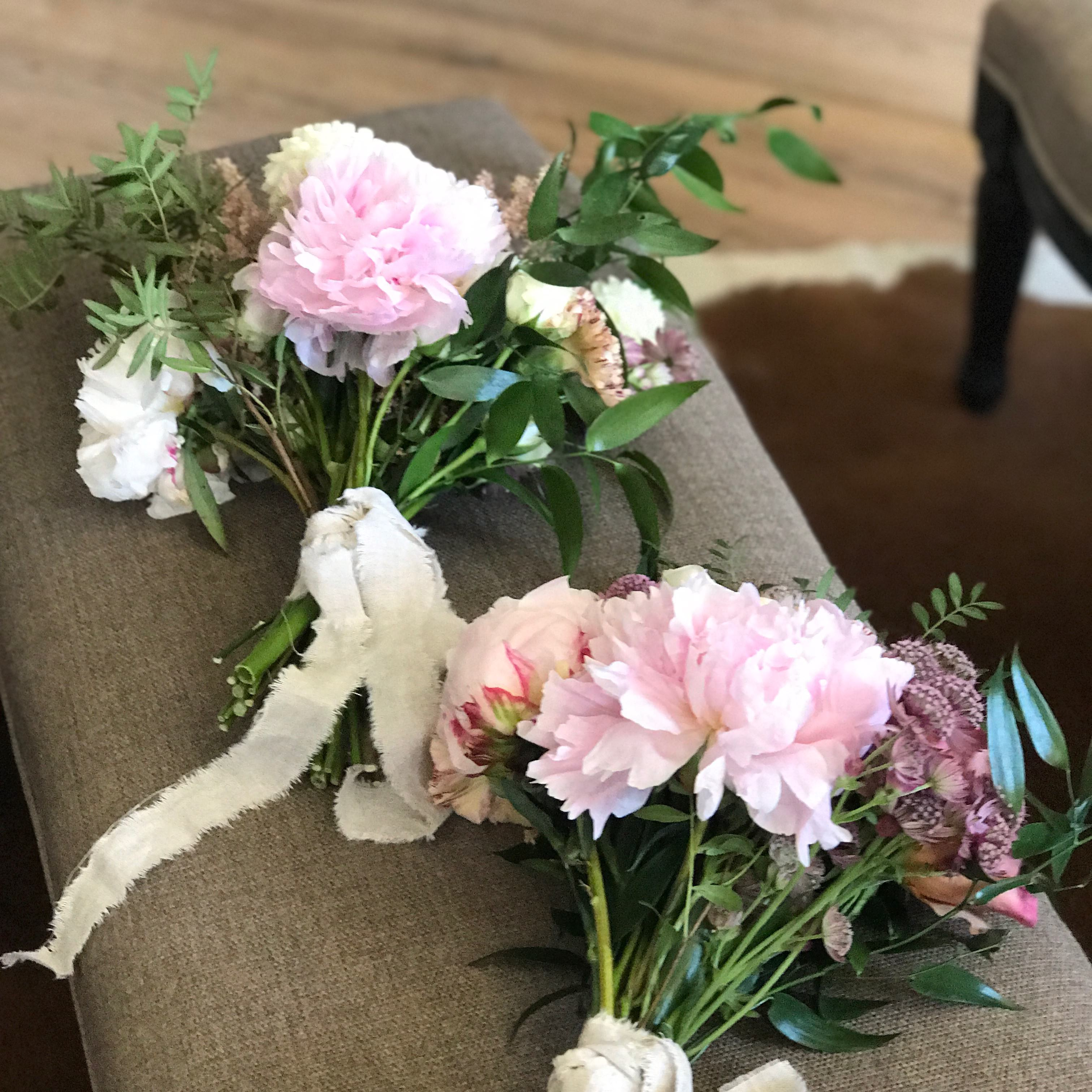 Bridesmaids floral bouquets for an organic destination wedding in ...