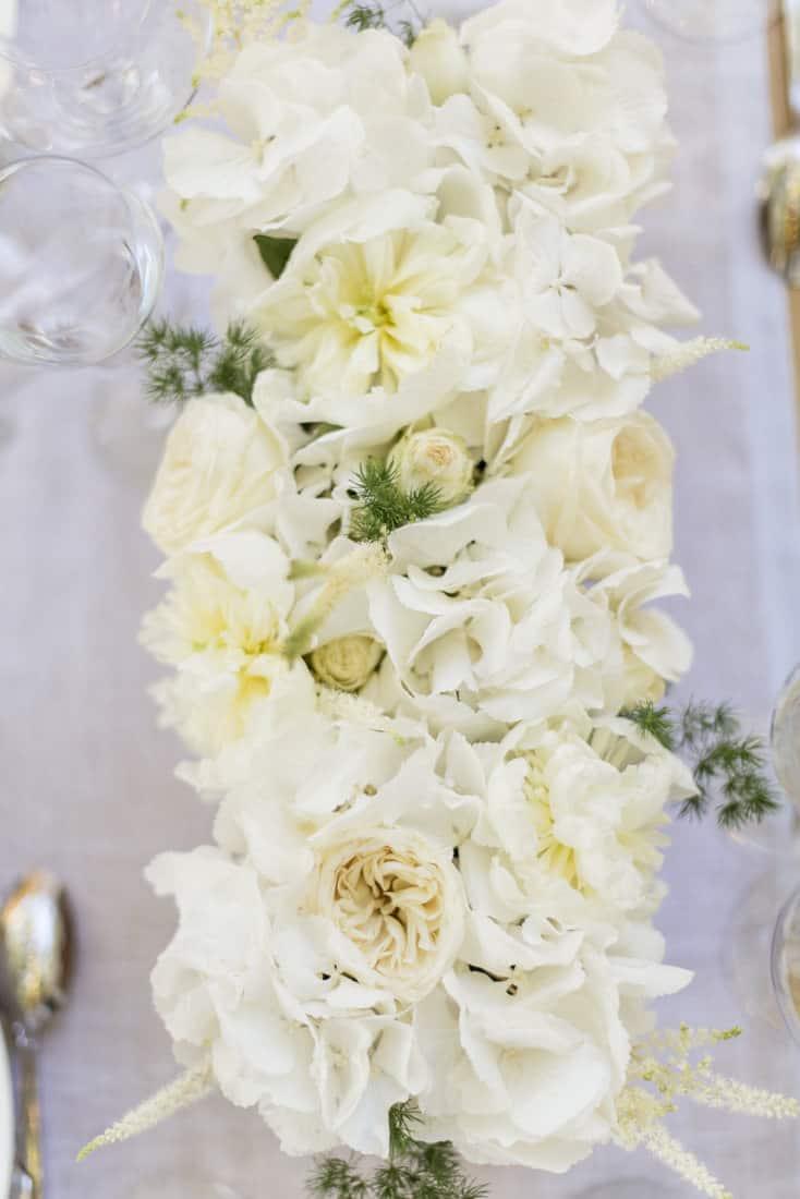 white flowers arrangement for a wedding in Les Baux de Provence for a destination wedding planned by Muriel Saldalamacchia Photo by Cecile Creiche