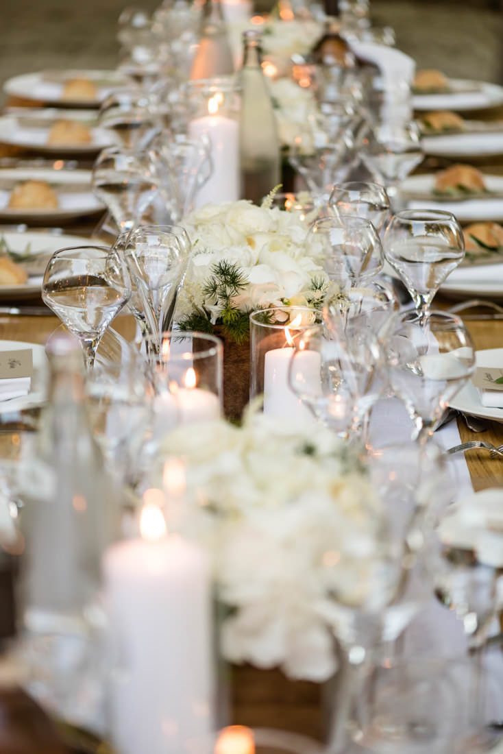 Floral decor on tables at night for a wedding in Les Baux de Provence for a destination wedding planned by Muriel Saldalamacchia Photo by Cecile Creiche