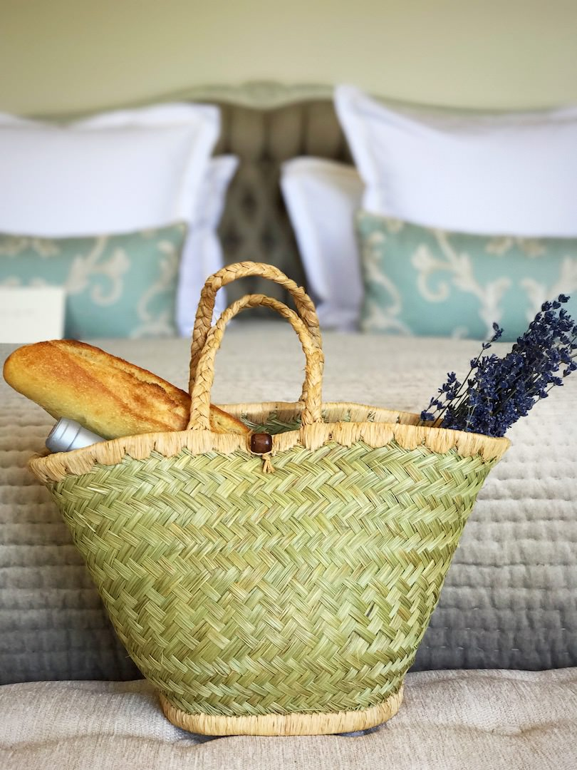 Wicker baskets guest gifts for an organic destination wedding in Provence by wedding Planner Muriel Saldalamacchia - photo by Muriel Saldalamacchia