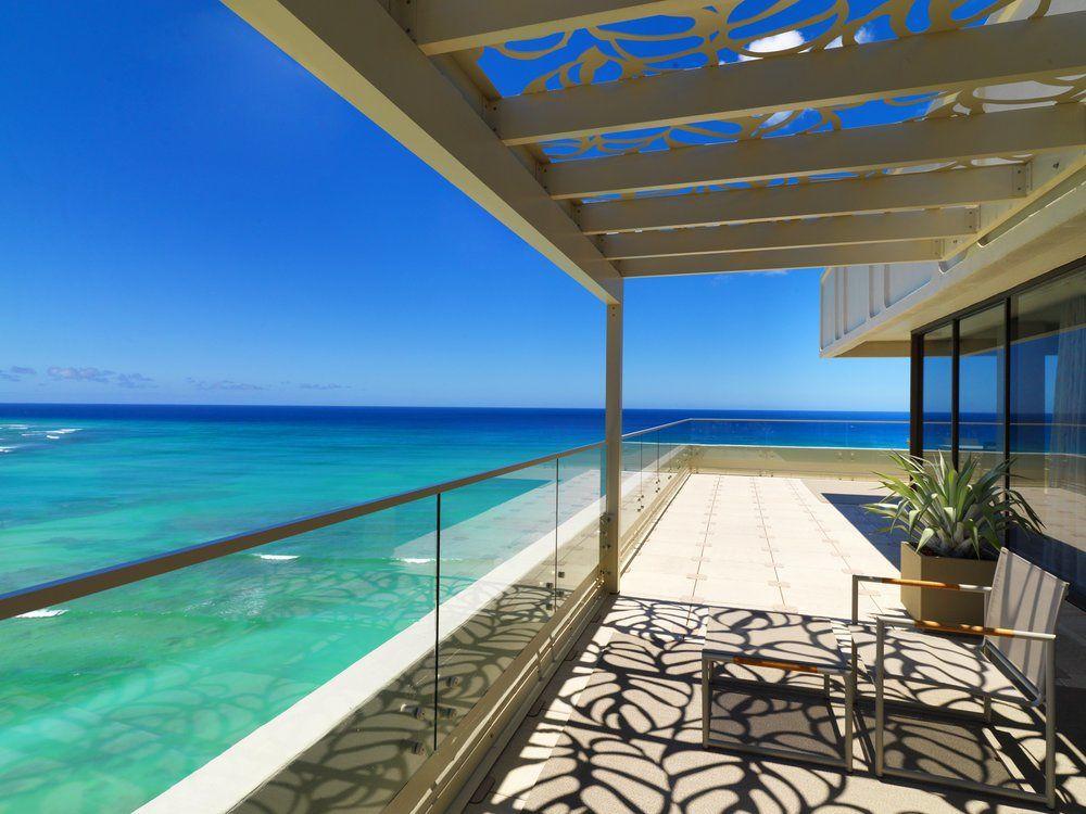 honeymoon in Hawaii with Muriel Saldalamacchia