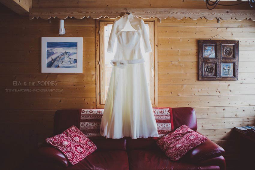 Winter wedding in French Alps (Bridal dress Jesus Peiro) with Muriel Saldalamacchia Photoby Ela and The Poppies