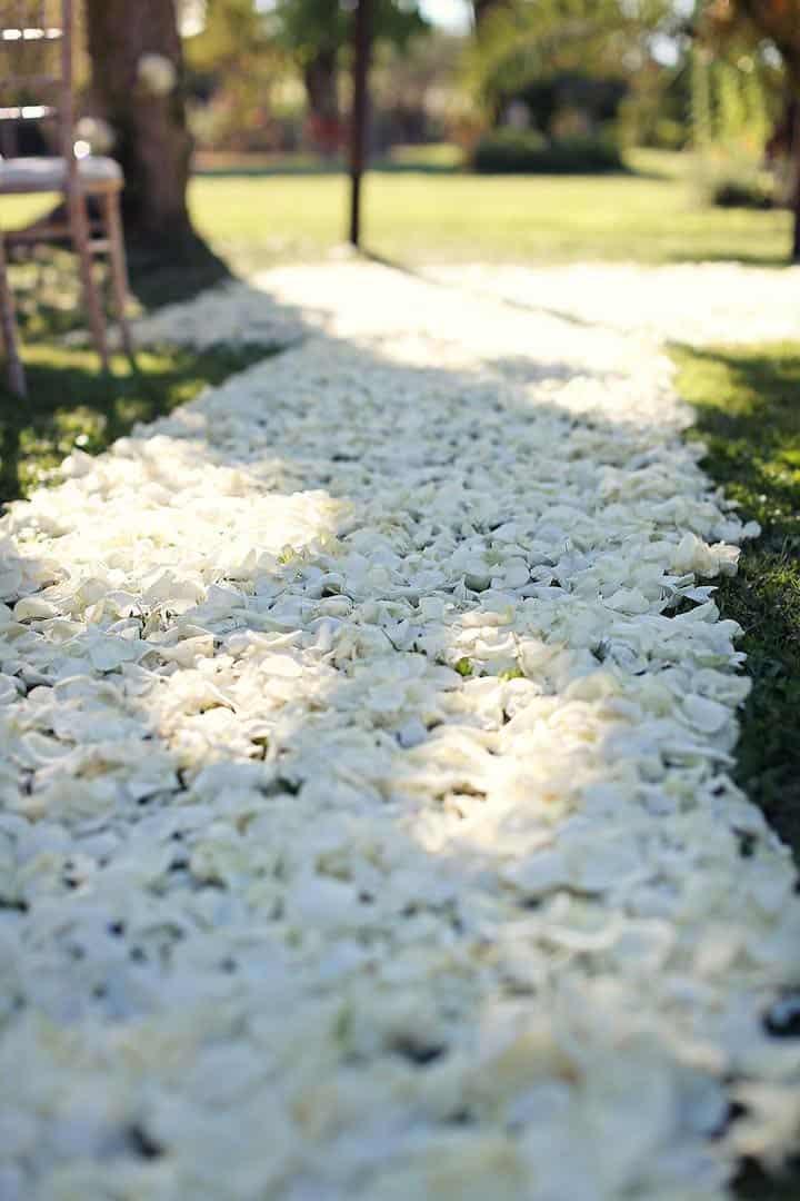 Californian wedding in Provence (roses petals for a beautiful aisle) with Muriel Saldalamacchia Photo by Manuel Meszarovits