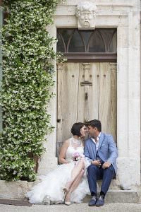 newlyweds in Luberon destination wedding provence by Muriel Saldalamacchia Photo by Vanessa Colin photdefamille.fr