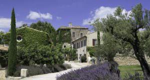 Castle in Provence - Organic destination wedding in Provence by wedding Planner Muriel Saldalamacchia