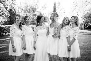 Bride squad destination wedding in Les Baux de Provence for a destination wedding planned by Muriel Saldalamacchia Photo by Cecile Creiche