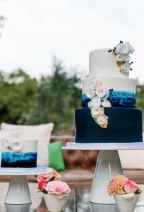 Wedding cake destination wedding in South of France by Muriel Saldalamacchia Photo by Garderes Dphmen