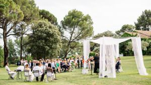 outdoor wedding ceremony in Luberon South of France by wedding planner Muriel Saldalamacchia photo by Garderes & Dohmen.jpg