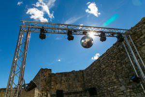 Castle wedding in Luberon, South of France with wedding planner Muriel Saldalamacchia - Photo by Studio Cabrelli