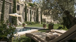 Destination Wedding Planning provence Jardin Bastide de Gordes. ©Studio Bergoend