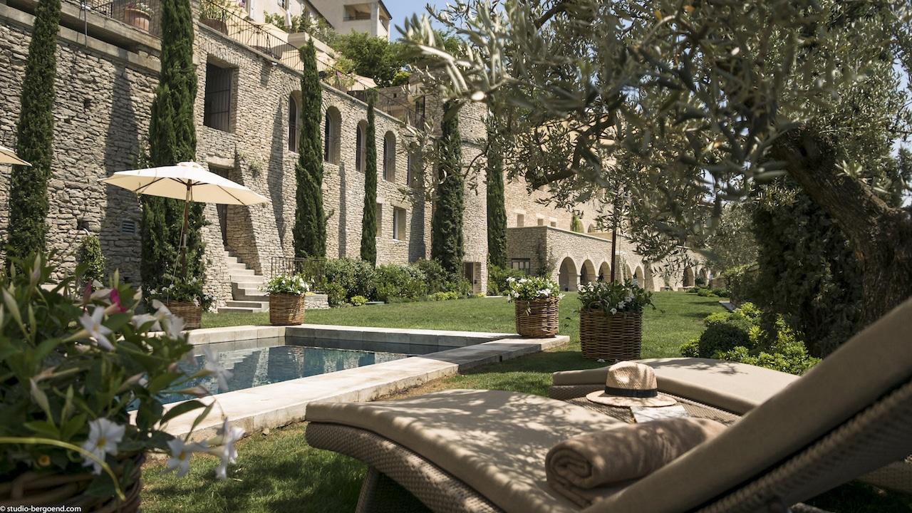 Destination Wedding Planning provence Jardin Bastide de Gordes. ©Studio Bergoend