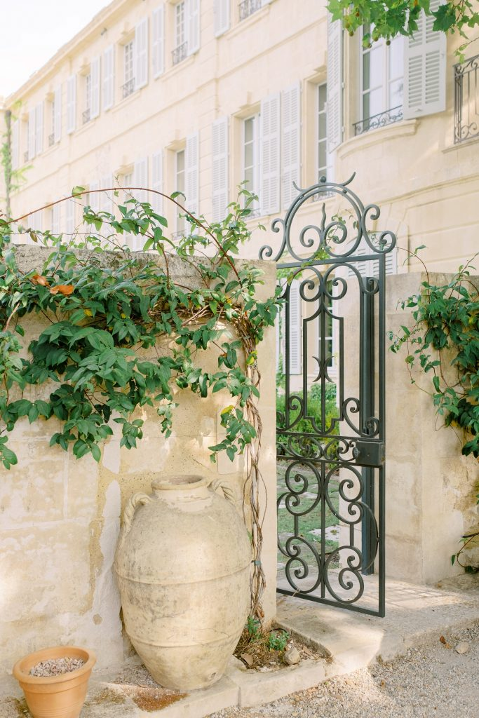 garden style wedding in France chateau Estoublon Muriel Saldalamacchia